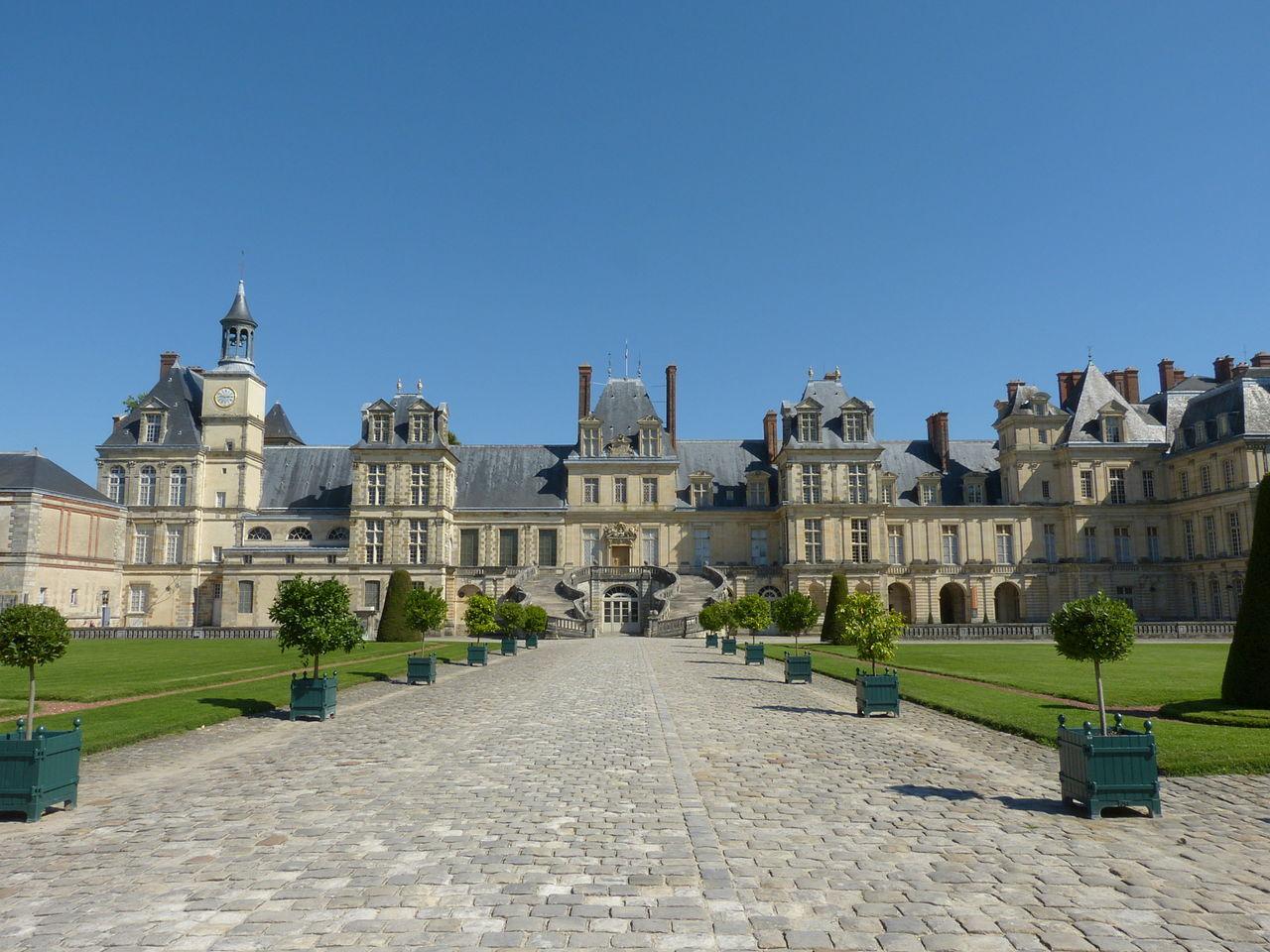 Chateau_de_Fontainebleau_3.jpg